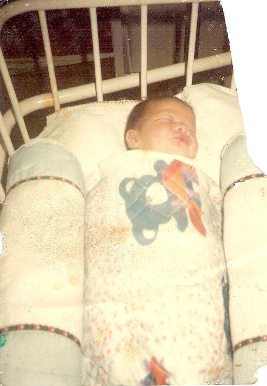 Aku, 18 tahu yg lalu, beberapa jam setelah aku dilahirkan ke dunia ini...